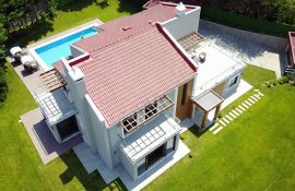 Luxurious Villa For Sale in Aleknt 2000